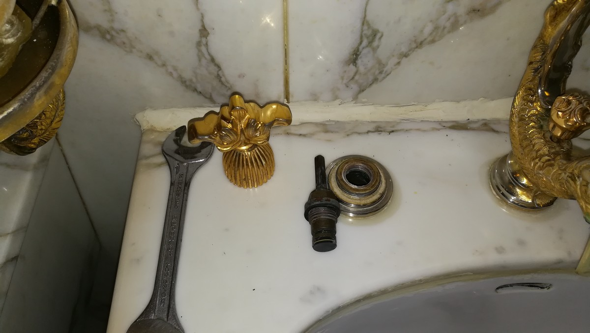 Demontage-de-tete-de-robinet.jpg