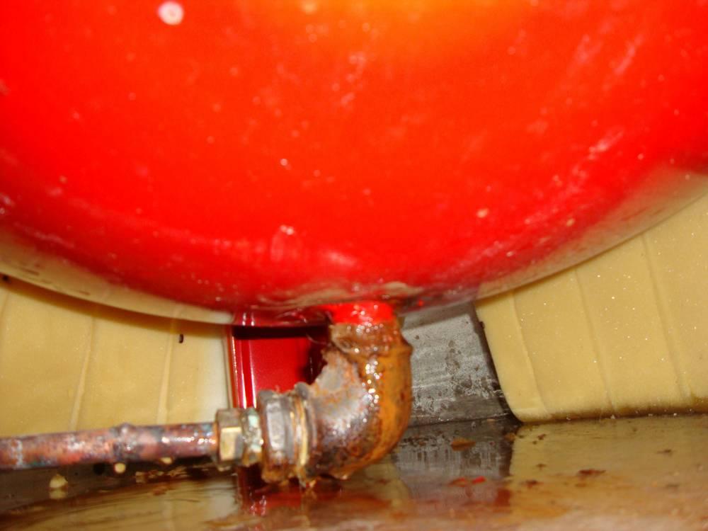 fissure sur ballon d eau chaude page 1 d pannages et systeme d m canique maison plombiers. Black Bedroom Furniture Sets. Home Design Ideas